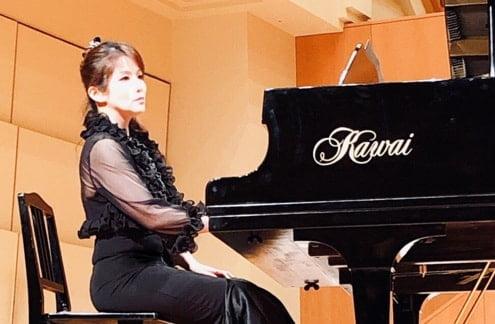 ピアノ演奏者 プロフィール 写真